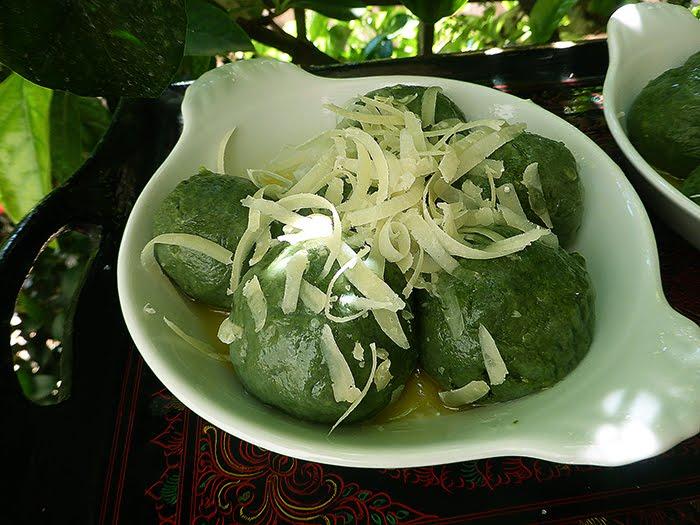 Gnocchi (o gnudi) di ricotta e borragine