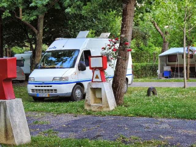 Auto caravana no parque de campismo de penacova