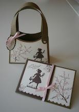 Handtasche und Karte