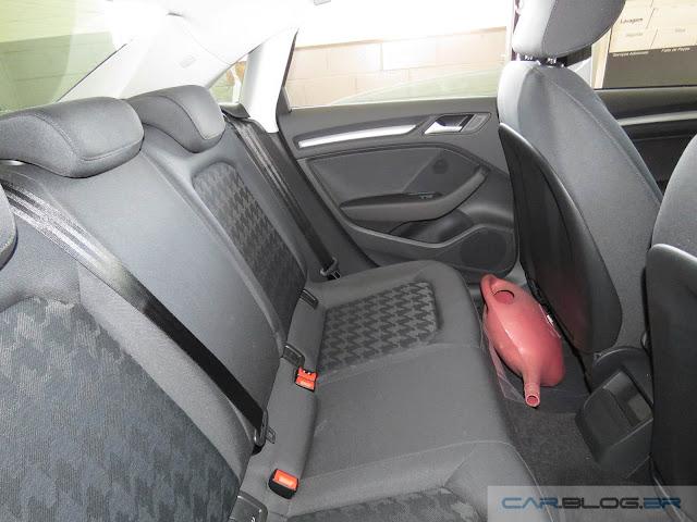Audi A3 Sedan 1.4 Flex 2016 - espaço interno traseiro
