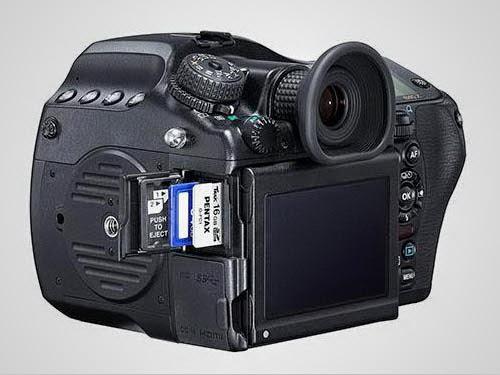 Kamera Pentax 645Z Samping 1