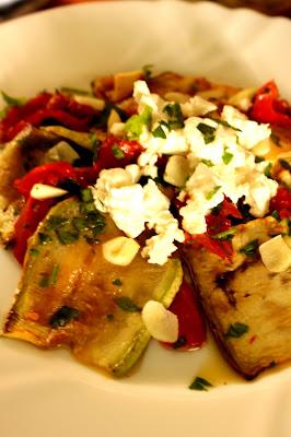 Salata sa grilovanim tikvicama i paradajzom