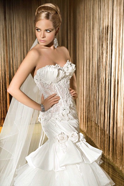 Wedding dress designs cleavage open dressespic 2013 for Wedding dress cleavage