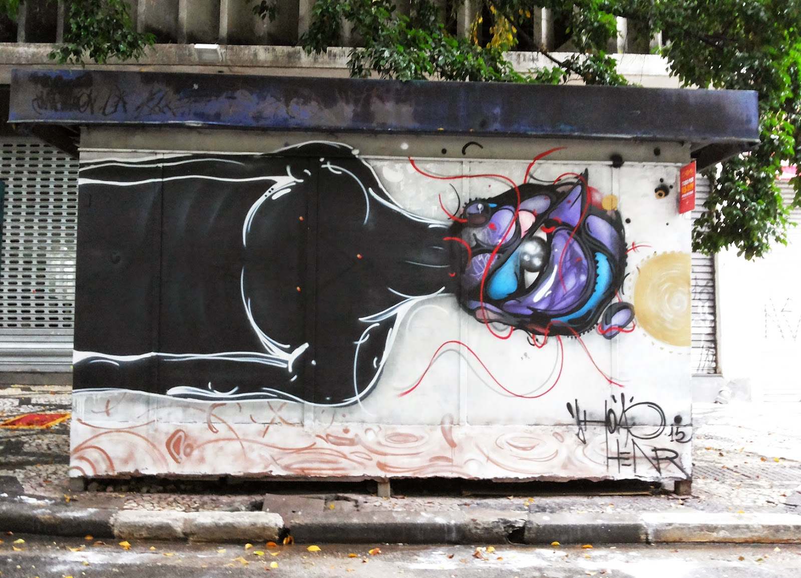 Jhoao Henr spent his week-end on the sunny streets of Sao Paulo where he just finished working on this brand new piece.
