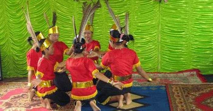 Tari Manasai Tarian Suku Dayak Kalimantan Tengah