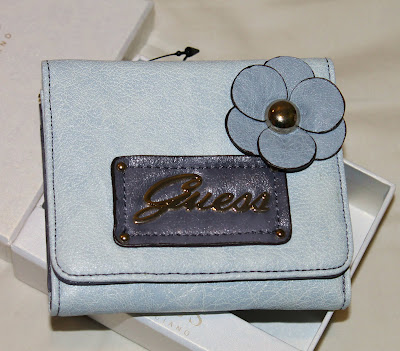 GUESS Women Trifold Wallet
