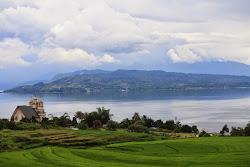 Pulau Samosir, Pesona Alam di Tengah Danau