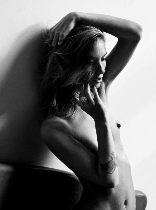 Dominique Ter Mors modelo fotografia preto e branco peitos seminua Ilja Keizer For C Heads Magazine