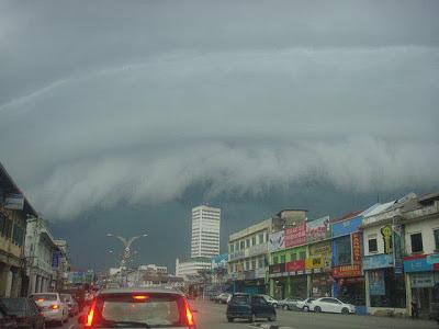 Kelihatan Tsunami Awan Di Langit Johor