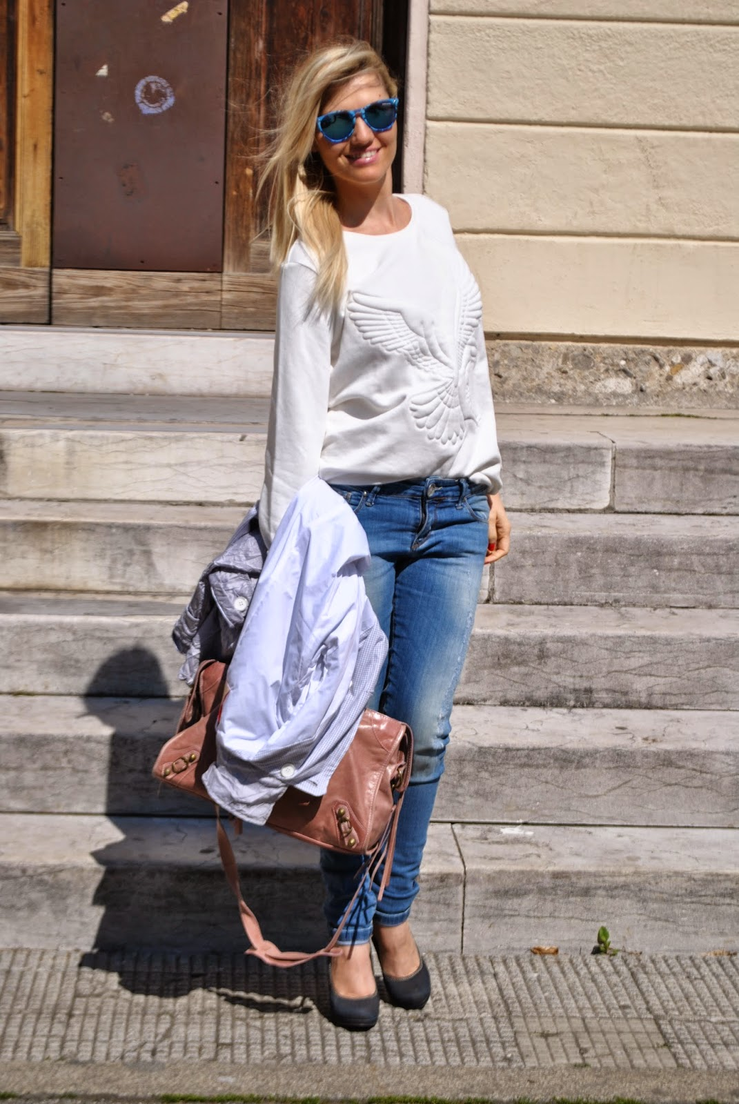 outfit felpa bianca come abbinare il bianco mariafelicia amgno fashion blogger  outfit felpa bianca jeans skinny outfit jeans e tacchi outfit trench come abbinare il trench mariafelicia magno colorblock by felym mariafelicia magno fashion blogger fashion blogger bionde fashion blogger italiane blog di moda come abbinare il bianco outfit bianco abbianmenti jeans e tacchi jeans skinny come abbinare i jeans skinny come abbinare il trench fattori abbigliamento trench fattori pied de poule how to wear jeans and heels how to wear trench coat  how to wear white outfit primaverili outfit primaverili donna outfit casual primaverili outfit aprile 2015 blonde girls fashion bloggers italy milano replay pimkie