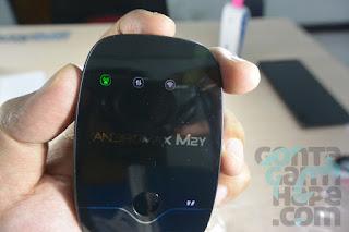 Smartfren 4G Mi-Fi Andromax M2Y - tampak depan saat dinyalakan