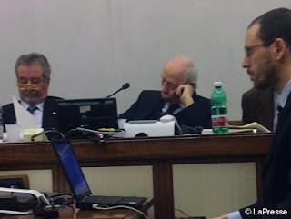Solo in Italia! Decidono di spendere miliardi in armi mentre il presidente di commissione dorme
