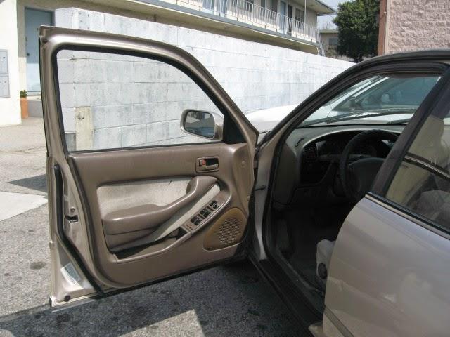 Door+open+tan+camry.JPG