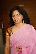 Singer Sunitha dazzling saree photos-thumbnail-12