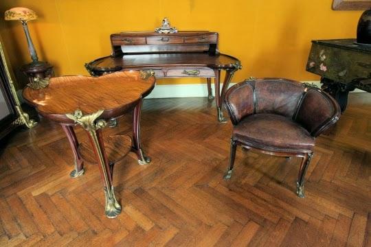 Louis Majorelle a créé ce bureau et ce fauteuil aux nénuphars pour l'Exposition Universelle de 1900.