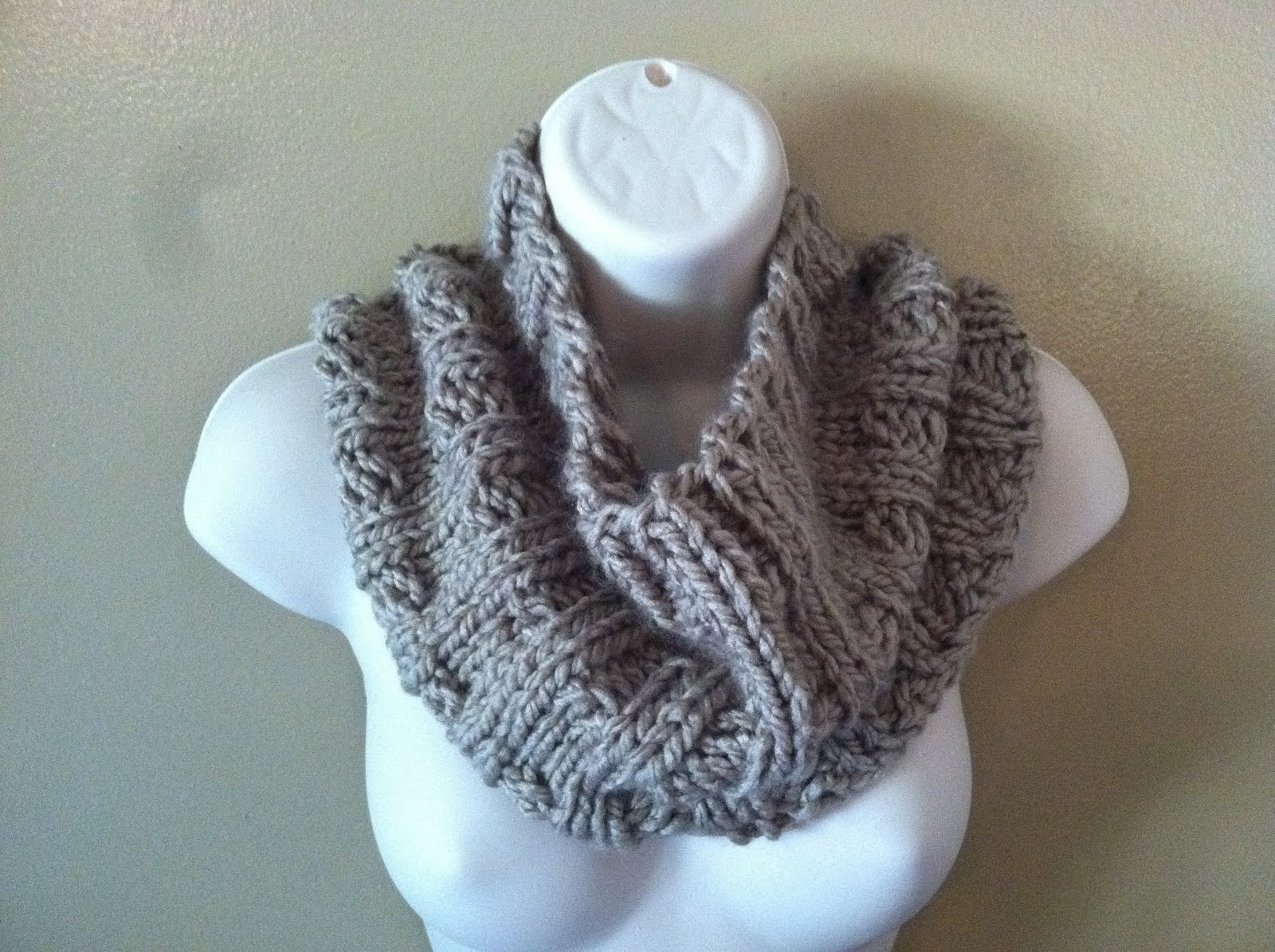 Ruby Knits: Thick and Quick Ribbed Cowl