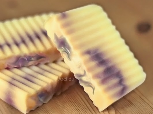 http://arctida.blogspot.se/2014/05/diy-cold-process-swirl-soap-tutorial.html