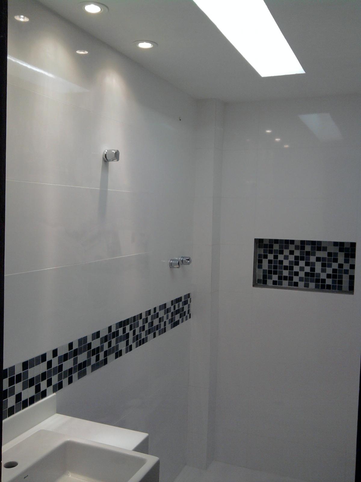 Imagens de #1F2024 Banheiros Decorados Pastilhas de Vidro CONTATO (27) 98581936 Adão  1200x1600 px 3698 Banheiros Prontos Fotos