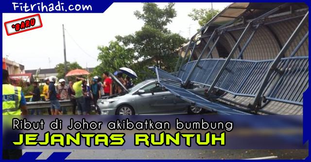 (Gambar) Bumbung Jejantas Runtuh Di Pasir Gudang, Johor