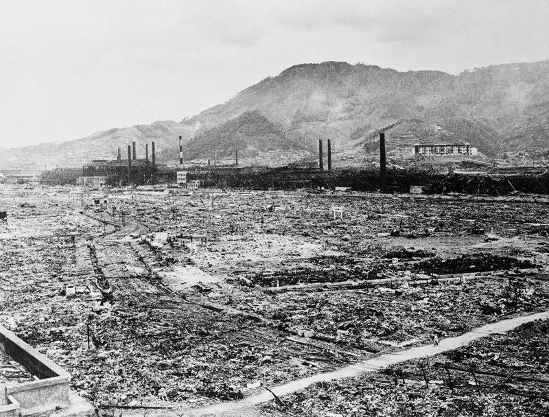 Nagasaki destruída por uma bomba nuclear