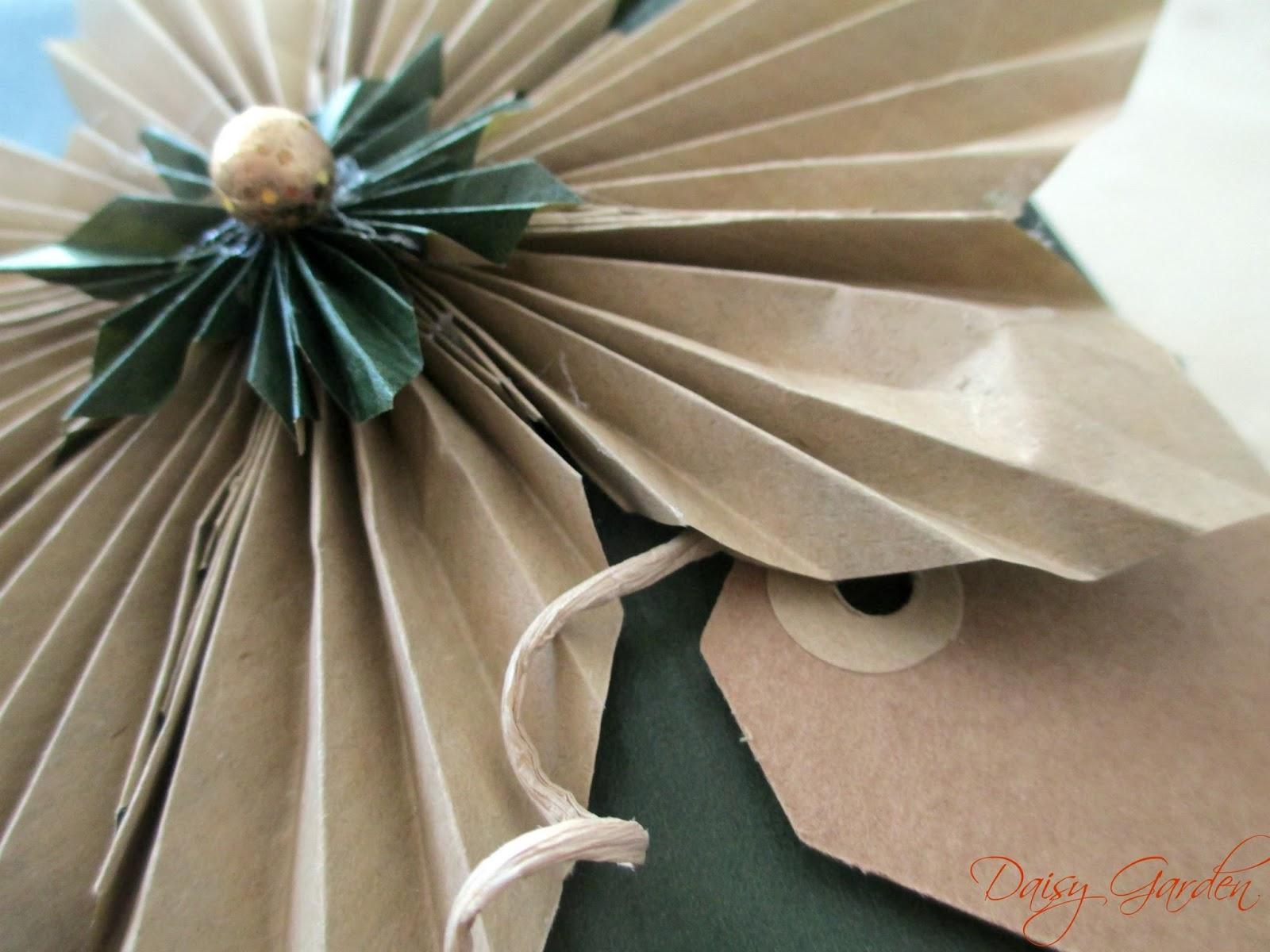 Daisy garden: i pacchetti di natale   un fiore di carta