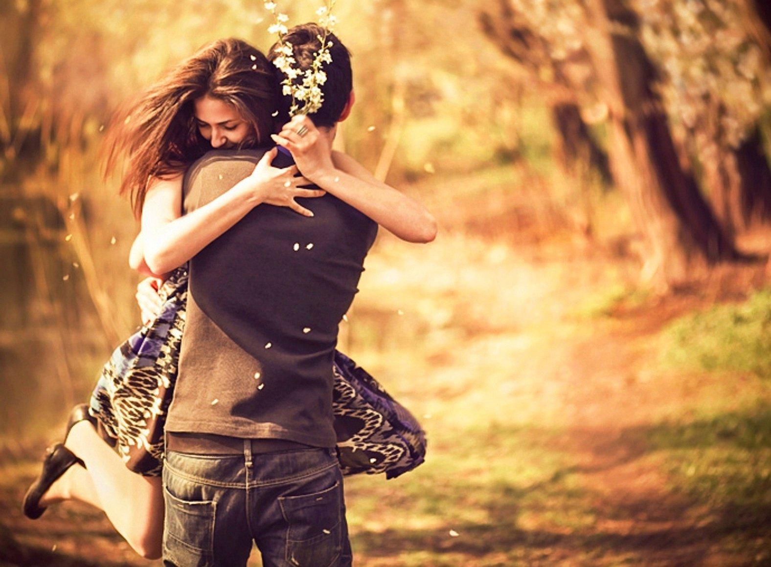 http://3.bp.blogspot.com/-2EBQ55dI_ko/UFWNjENth1I/AAAAAAAAAks/g506P12UDTg/s1600/Pleasing-Couple-Love-Hug-Wallpaper.jpg