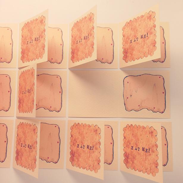 クッキーのカードがたくさん並んでいる様子。