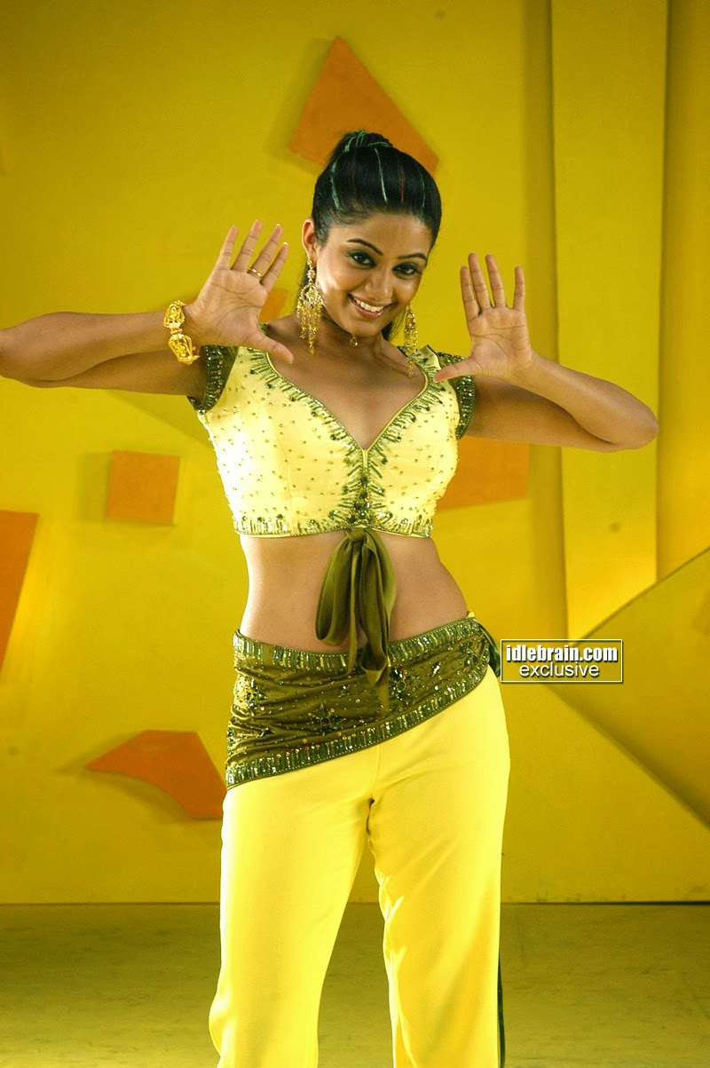 Priyamani Hot Sizzling Saree Spicy Armpits Sey Navel Stills S