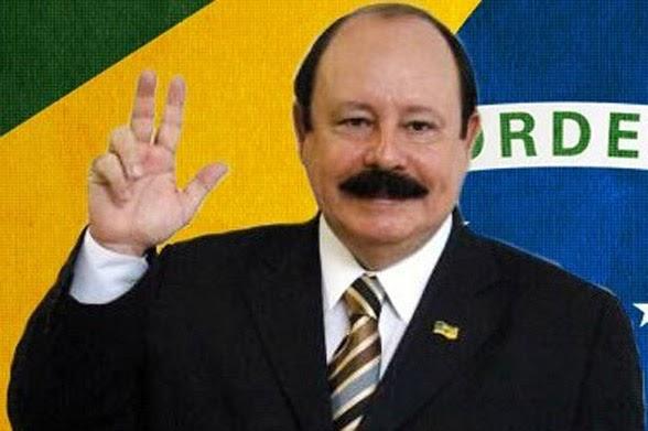 """Levy Fidelix diz """"que não corre do pau""""; eu já desconfiava"""