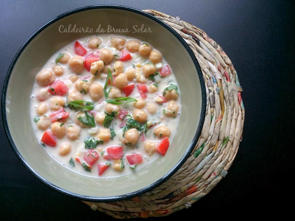 Salada de grão de bico com leite de coco