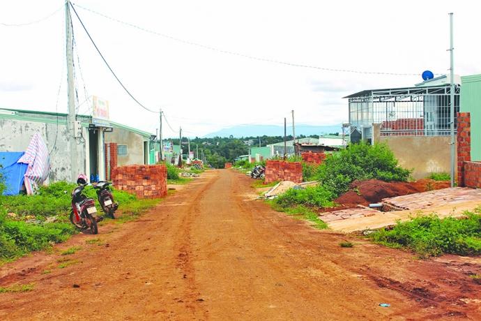 """Gia Lai: Cán bộ giả nghèo """"xí"""" đất dành cho người thu nhập thấp"""