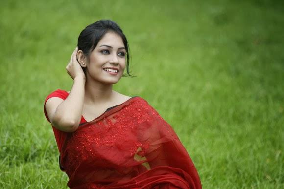 Bangladeshi Beautiful girl in sharee