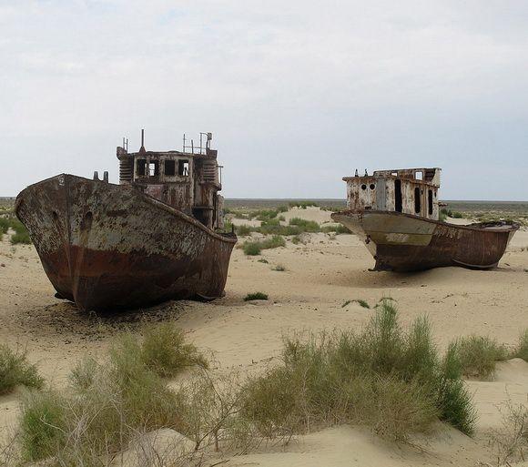 9 Kuburan Terunik di Dunia -  Kuburan Bangkai Kapal Moynaq, Uzbekistan