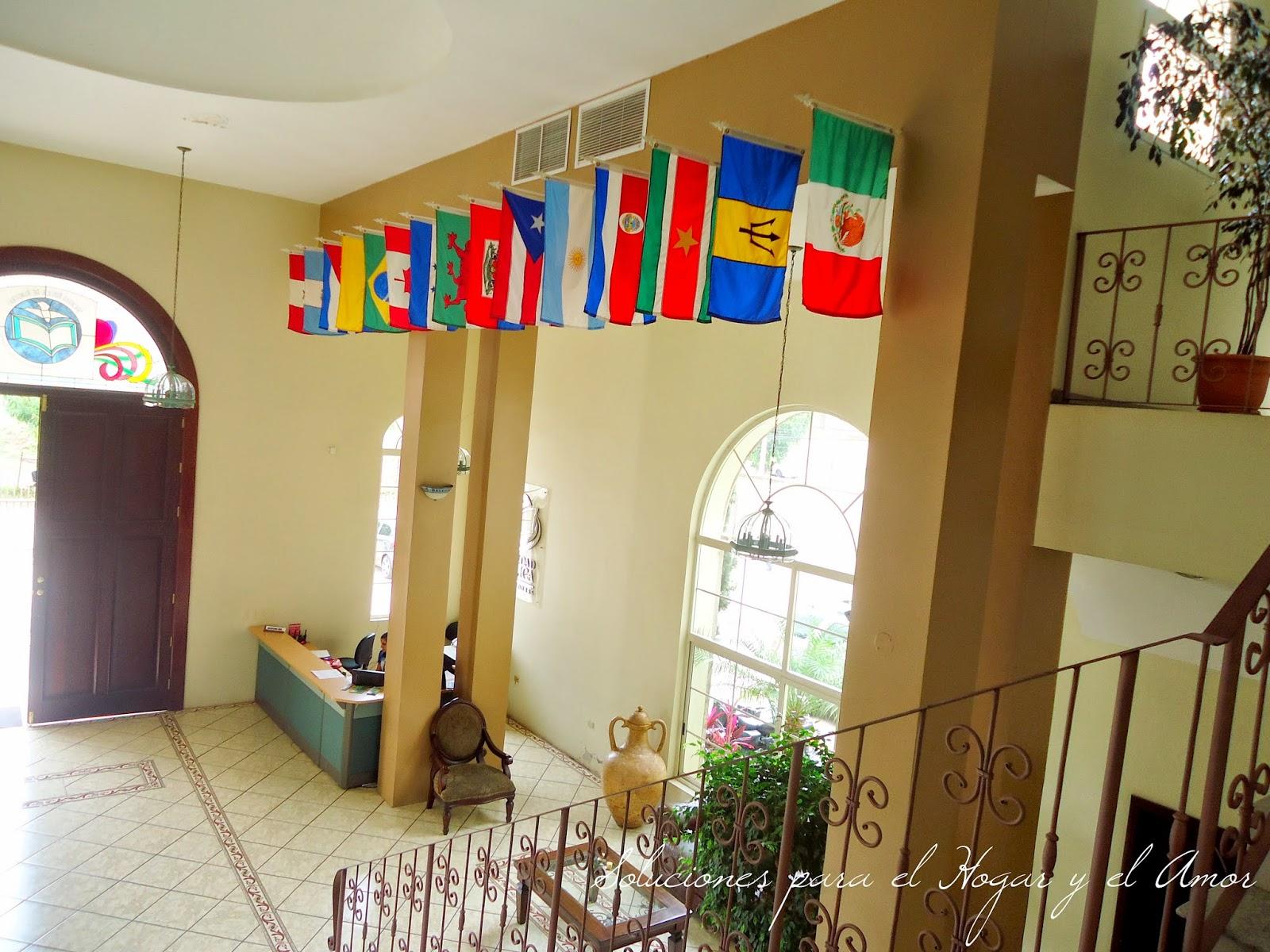 gran vestíbulo, entrada, banderas