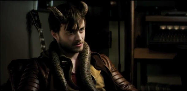 Daniel Radcliffe é face do mal no trailer, pôster e imagens do thriller sobrenatural HORNS