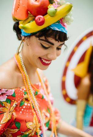 Farm coleção de Carnaval fantasia Carmen Miranda 2016