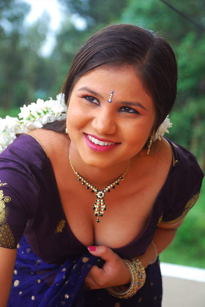 Bhimbika Stunning South Indian Actress in saree and Choli Must see