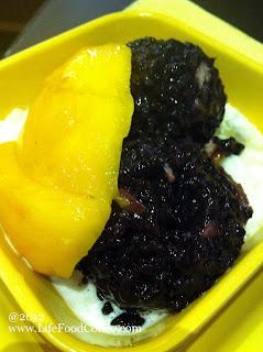 #84,  mango in vanilla sauce with Thai Black Glutinos rice (芒果白雪黑糯米甜甜) SGD5.50