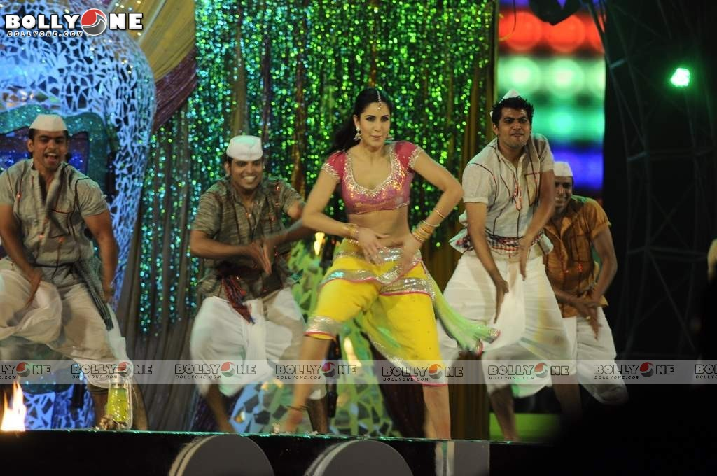 Katrina Kaif at 18th Colors Screen Awards - HQ Pics