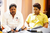 Race Gurram Movie Working Stills-thumbnail-6