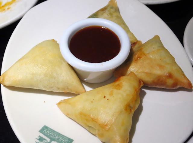 """Empanadas libanesas fritas """"Sambusa"""", Shukran (Casa Árabe)"""