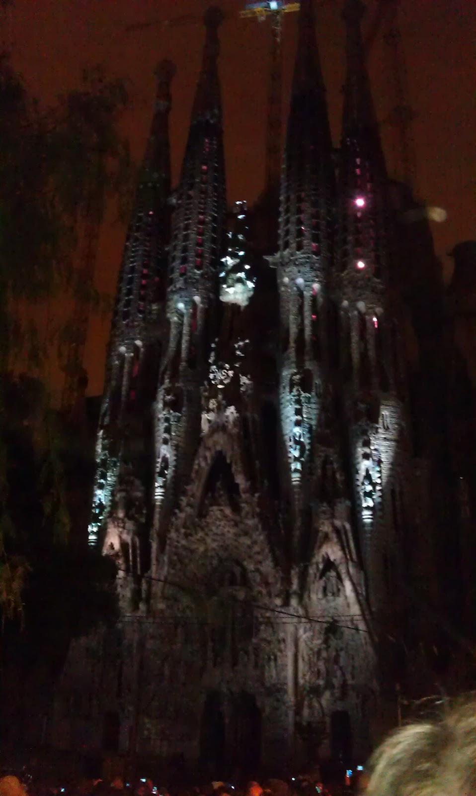 Sagrada fam lia e o show de luzes blog de turismo barcelona - Estilo sagrada familia ...