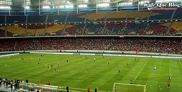 liverpool fc vs malaysia,liverpool traing session 14 julai 2011,liverpool asia tour 2011, latihan skuad harimau malaya di bukit jalil,charlie adam in malaysia