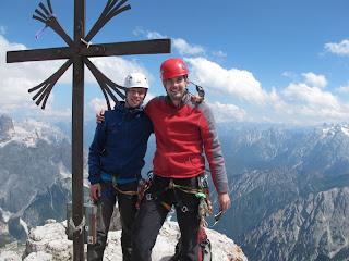 Boris und ich am Gipfelkreuz der Großen Zinne