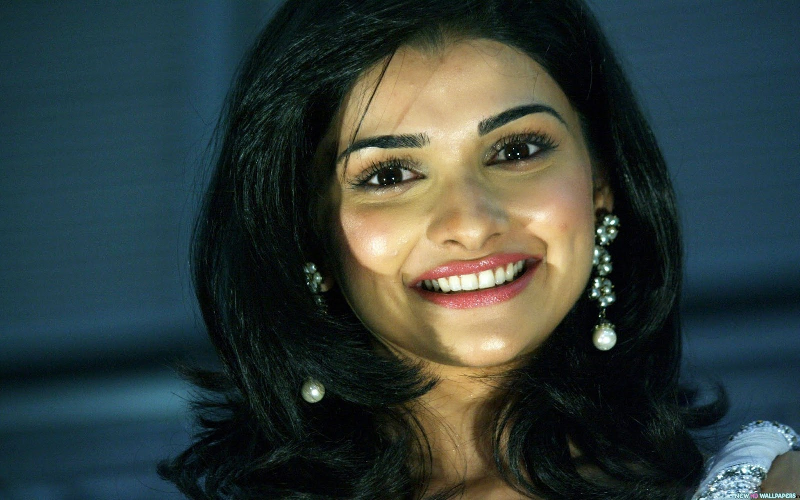 Prachi Desai Desktop Wallpaper