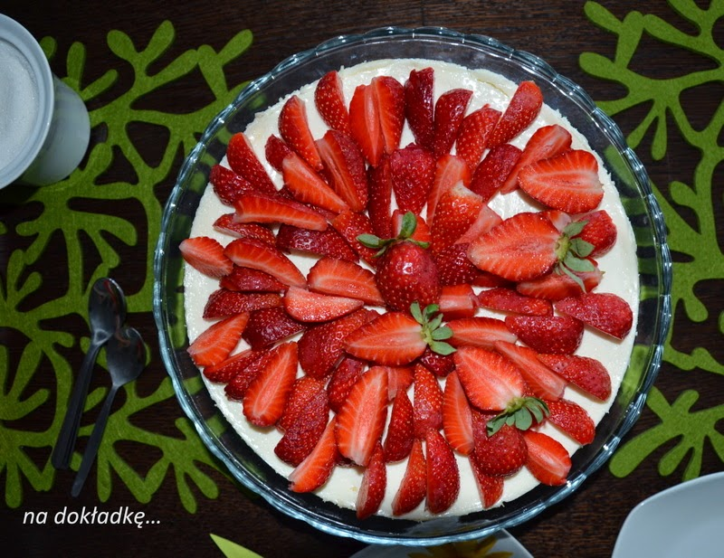 sernik kremowy, ciasto z truskawkami