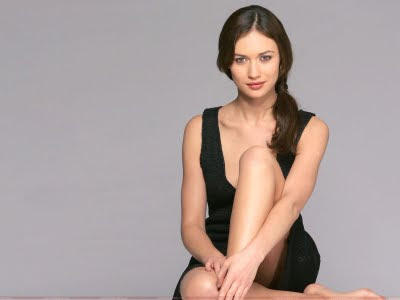 olga_kurylenko_hot_sitting_wallpaper_sweetangelonly.com