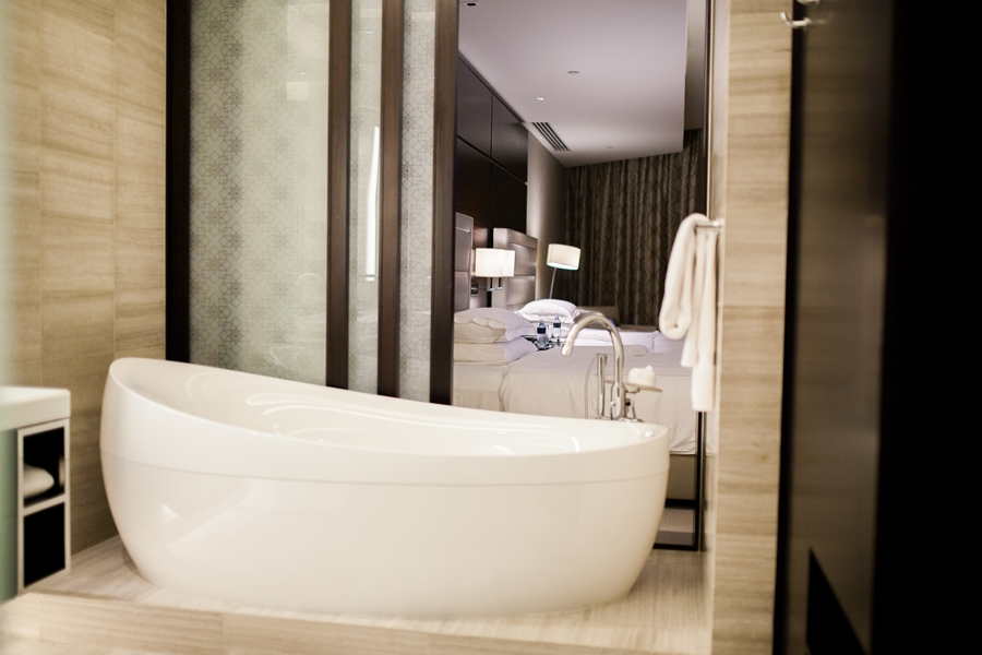 bathtub luxury rosewood abu dhabi hotel