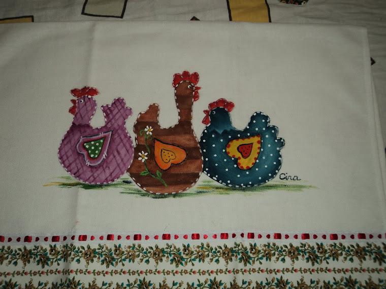 Pintura  em Panos de Prato, trio de galinhas, acabamentos em barra de tecido de algodão