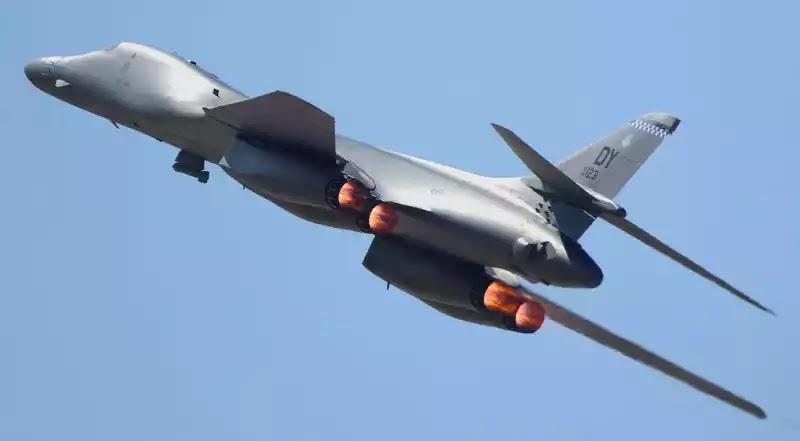 Δύο αμερικανικά βομβαρδιστικά B1-B πέταξαν πάνω από τη Βόρεια Κορέα